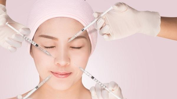 از تزریق ژل تا سفید کردن دندان در آرایشگاه ها/ نابینایی و از بین رفتن لب با بوتاکس در سالن های زیبایی+ تصاویر