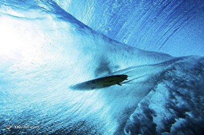 موج سواری در آبهای خروشان تاهیتی