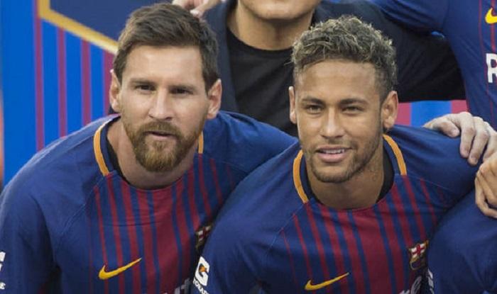 سرمربی بارسلونا تمرینات را با حضور مسی و نیمار پیگیری میکند