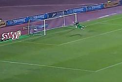 حرکت شگفت انگیز دروازهبان در زمین فوتبال همه را شوکه کرد + فیلم