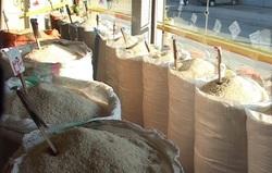 گرانفروشی برنج در سایه سکوت دستگاههای نظارتی/ ممنوعیت واردات، بهانهای برای افزایش قیمت برنج است