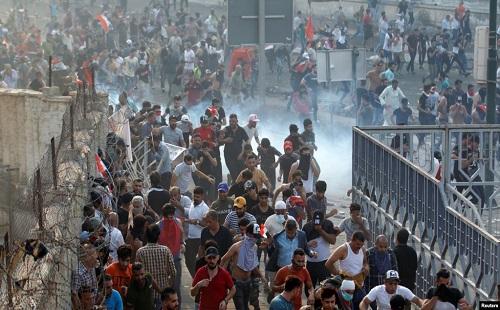 نگاهی به تظاهرات اخیر عراق/چه کسی مردم را به خیابان کشاند؟