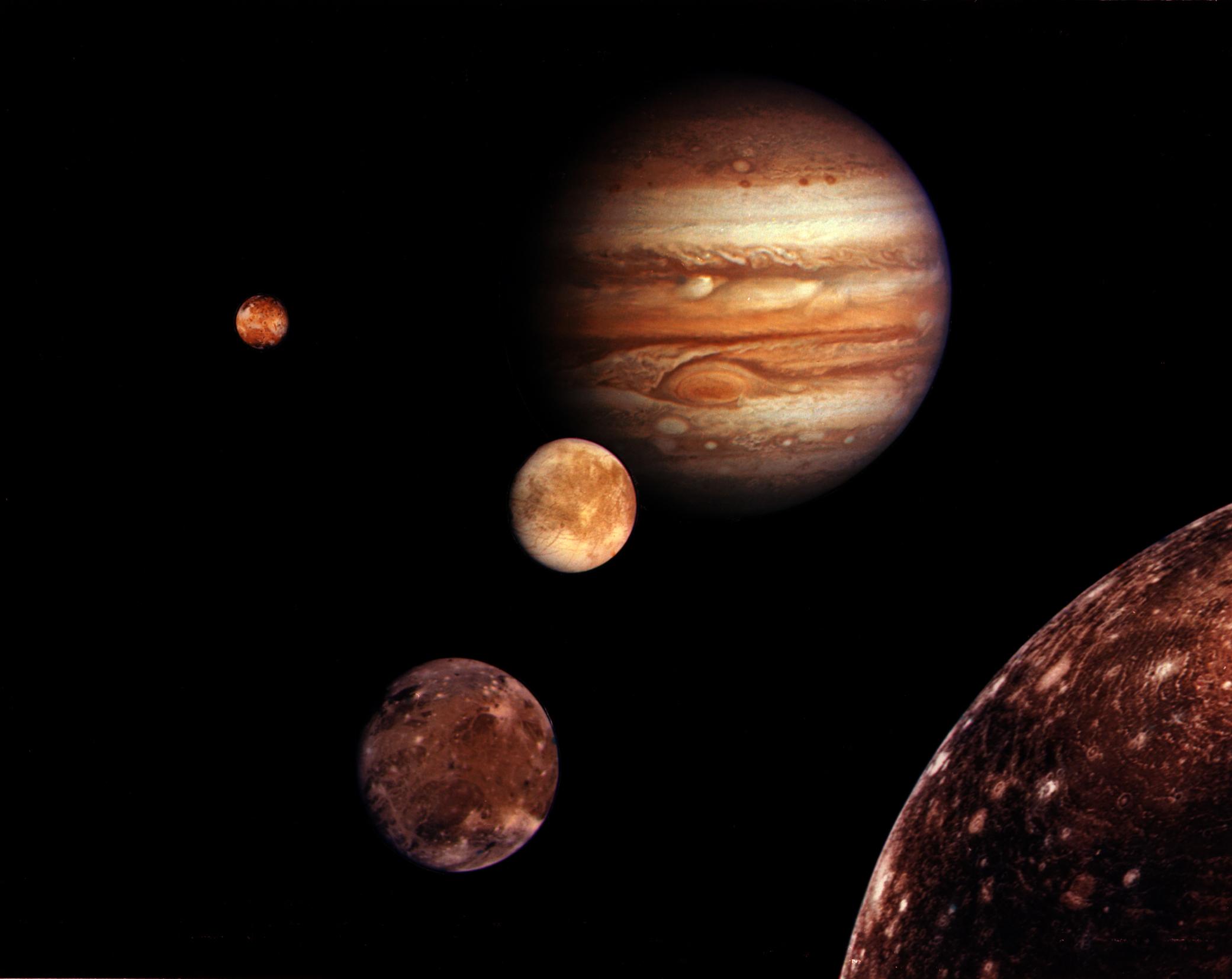 اگر می خواهیدرد پایتان هیچ وقت پاک نشود به ماه بروید/باران طلا در قسمتی از فضا /سیاره ای با بیشترین تعداد ماه