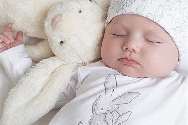 ساعت10/عواملی که موجب بد شکل شدن پوست می شوند/ راه هایی برای جلوگیری از مرگ خاموش نوزادان