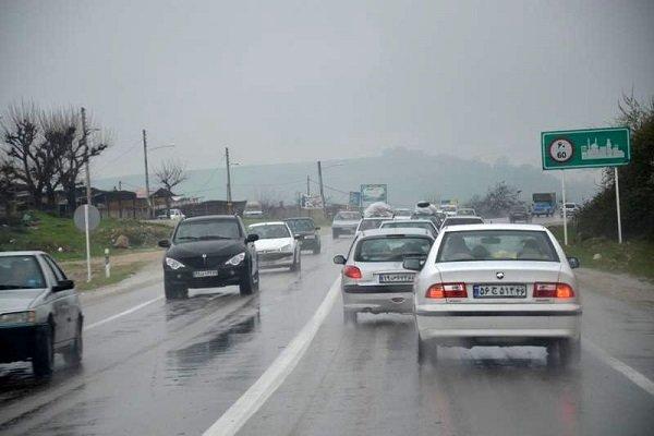 اولین بارش باران پاییزی فارس را فرا گرفت/لغزندگی در جاده های مواصلاتی