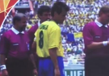 ماجرای تغییر رنگ لباس داوران در جام جهانی ۱۹۹۴ + فیلم