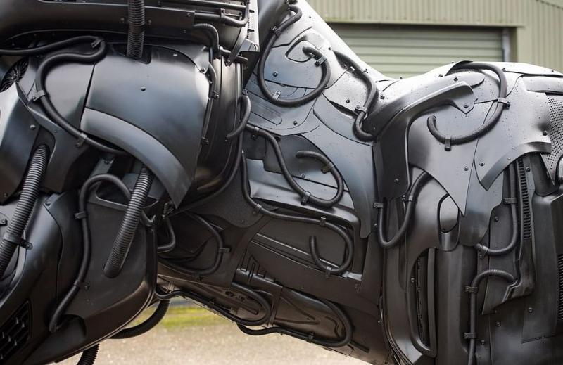 ساخت مجسمهای عجیب با هدف کاهش تولید خودرو+تصویر