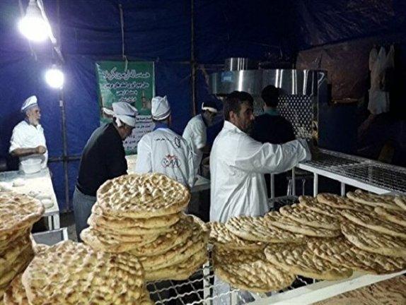 باشگاه خبرنگاران - پخت و توزیع روزانه ۱۰ هزار قرص نان گرم برای پذیرایی از زائرین حسینی