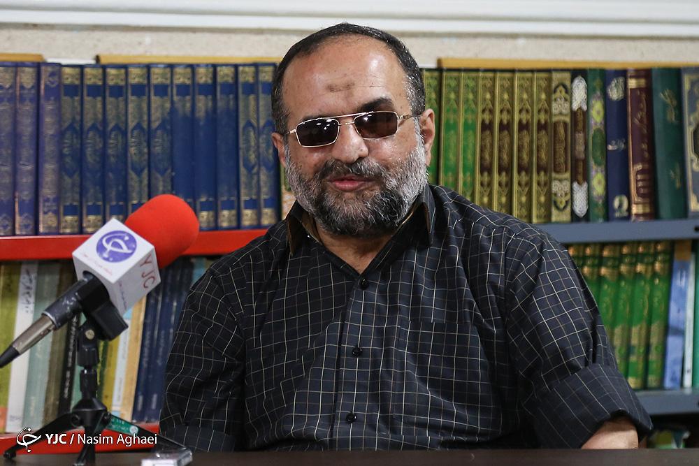 ناطق نوری مسیر جدای از اصولگرایان را انتخاب کرده بود/لاریجانی تکلیف خود را مشخص نمی کند/حرکت زیگزاگی رئیس مجلس فضای سیاسی کشور را گنگ می کند