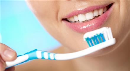 مسواک نزنید، چند بیماری هولناک به جانتان میافتد +لیست موادغذایی آسیب رسان به دندان