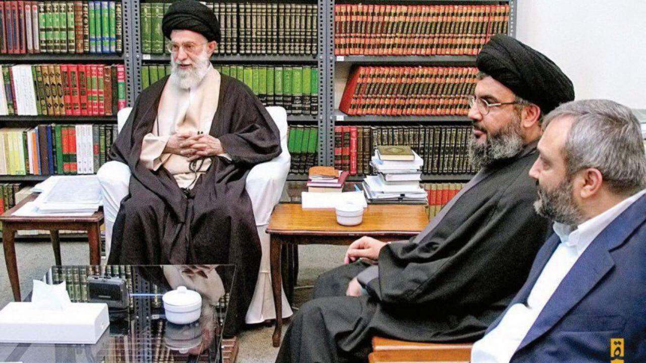 تصویری دیده نشده از رهبر انقلاب در کنار سید حسن نصرالله و شهید مغنیه + تصویر