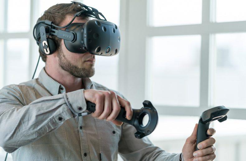 بازگشت اچتیسی به روزهای اوج خود با فناوری واقعیت مجازی