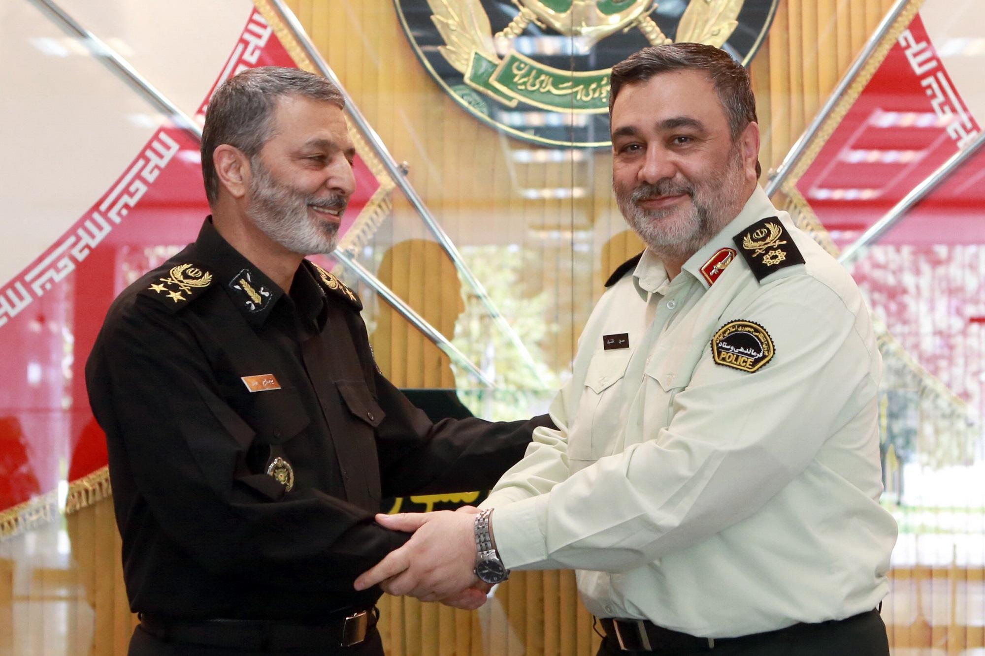 فرمانده کل ارتش فرارسیدن هفته نیروی انتظامی را تبریک گفت