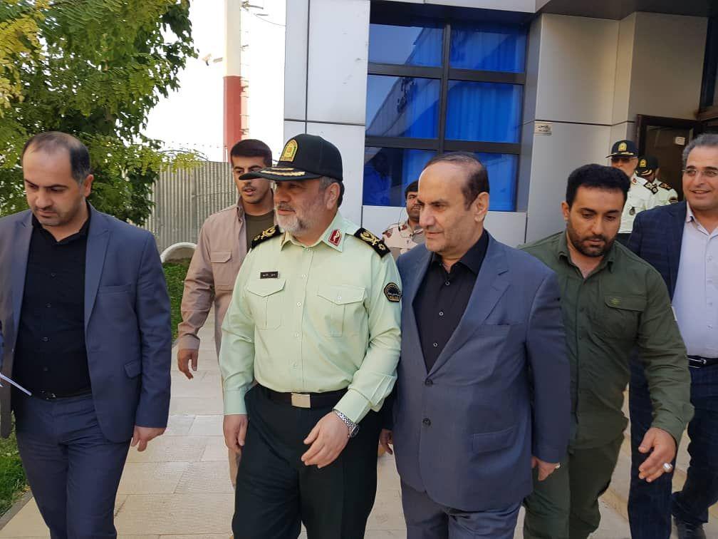 با زائران در مرز مهران؛ زوار گوشیهای خود را به وای فای ناشناس وصل نکنند/ خودروها در ورودی مهران پارک شوند + عکس