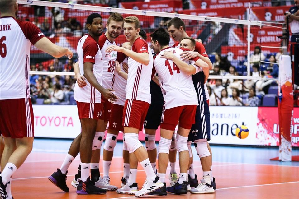 لهستان ۳ - روسیه ۱ / سومین شکست روسها با طعم جا ماندن از کورس صدرنشینان