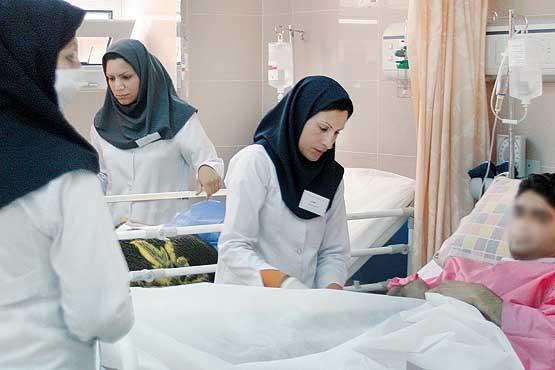 کمبود ۱۵۰ هزار پرستار در کشور/ پرستاری یک شغل زنانه محسوب میشود