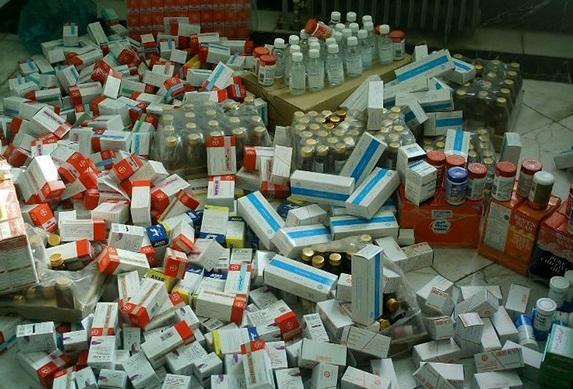 کشف انبار داروهای غیرمجاز حدفاصل بازار و میدان بهارستان