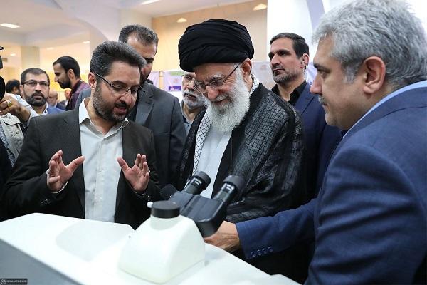 بازدید رهبر انقلاب از نمایشگاه شرکتهای دانشبنیان و فناوریهای برتر