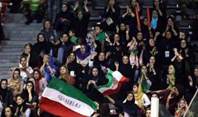 مهیا شدن حضور بانوان در ورزشگاه آزادی برای دیدن برد پر گل ایران مقابل کامبوج + فیلم