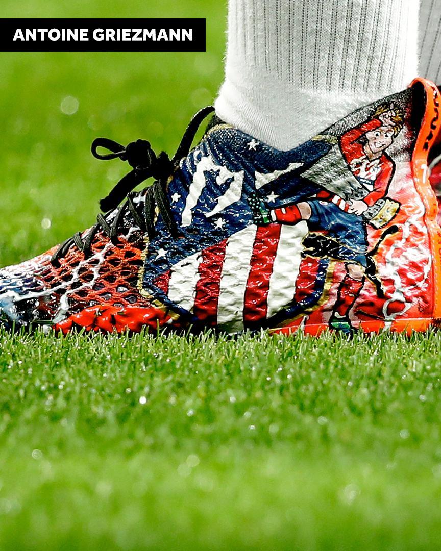 عجیب و غریب ترین طرح ها روی کفش ستارگان فوتبال + تصاویر