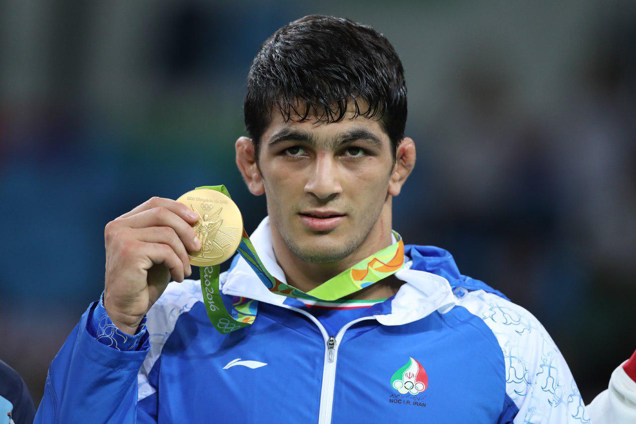 قهرمان کشتی جهان ۵ مدال خود را به موزه حرم امام رضا (ع) اهدا کرد