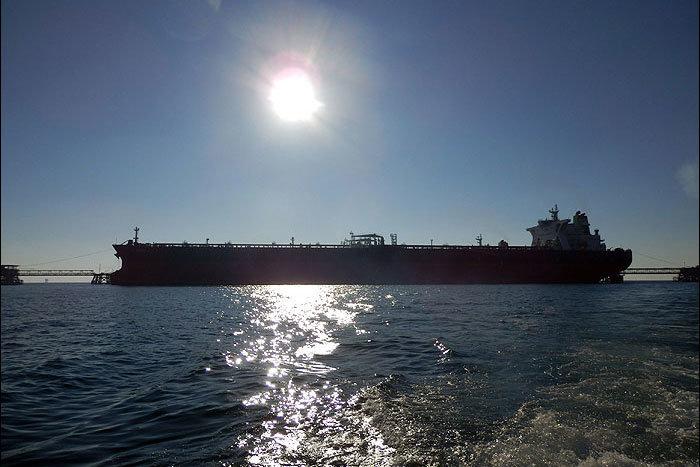 حرکت نفتکش ایرانی حادثه دیده به سمت خلیج فارس
