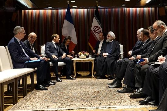 روحانی و مکرون در مورد مهمترین مسائل دوجانبه گفتوگو کردند
