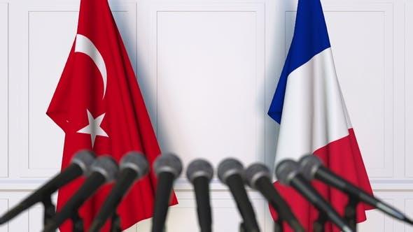 فرانسه صادرات سلاح به ترکیه را به حال تعلیق درآورد