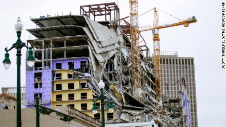کشته و زخمی شدن ۱۹ تن براثر فروریختن یک هتل نیمه کاره در آمریکا