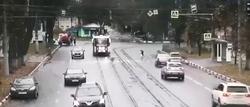 نجات ناشیانه عابرپیاده از تصادف با قطار با تصادف عمدی + فیلم