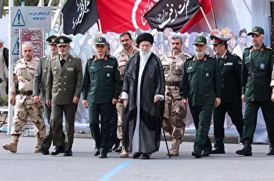 مراسم سالانه دانش آموختگی دانشجویان دانشگاه افسری و تربیت پاسداری امام حسین(ع) با حضور رهبر انقلاب + فیلم