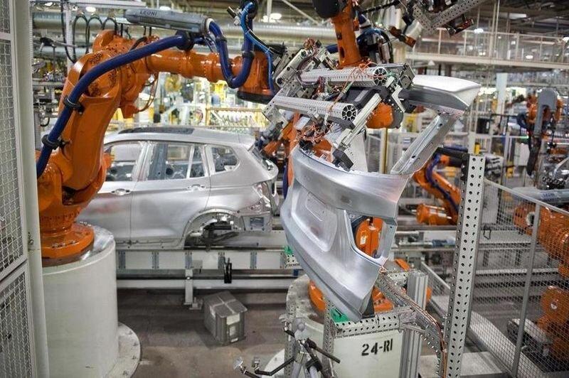 اما و اگرهای افزایش قیمت خودرو/انحصارگری شرکت های تولید کننده عاملی در افزایش قیمت خودرو/سرشکنی عملکرد ضعیف و خرجهای اضافی خودروسازان