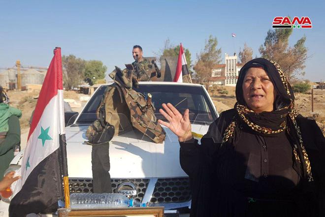 استقبال گسترده مردم الحسکه از حضور نظامیان ارتش سوریه در شمال این کشور + تصاویر