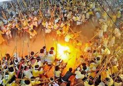 بکش یا کشته شو؛ فستیوال عجیب هندیها + فیلم