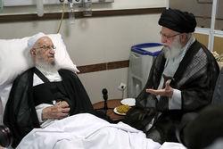 عیادت رهبر معظم انقلاب اسلامی از آیتالله مکارم شیرازی