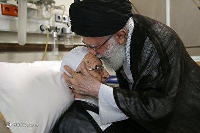 عیادت رهبر انقلاب از حضرت آیت الله مکارم شیرازی