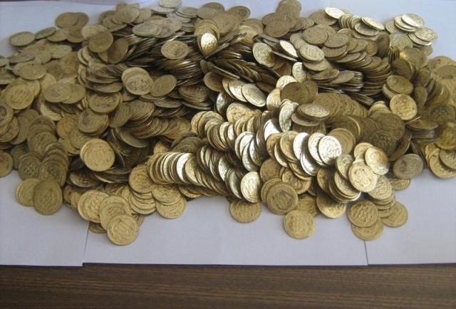 شناسایی سکههای تقلب در بازار سخت است/ مردم نگران نباشند