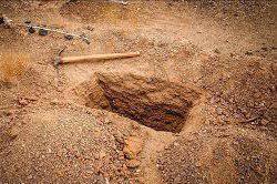 زندهماندن نوزاد دختر پس از ۲ روز تدفین در قبر + عکس