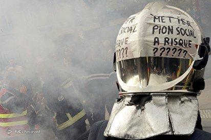 تظاهرات آتشنشانان در خیابانهای پاریس