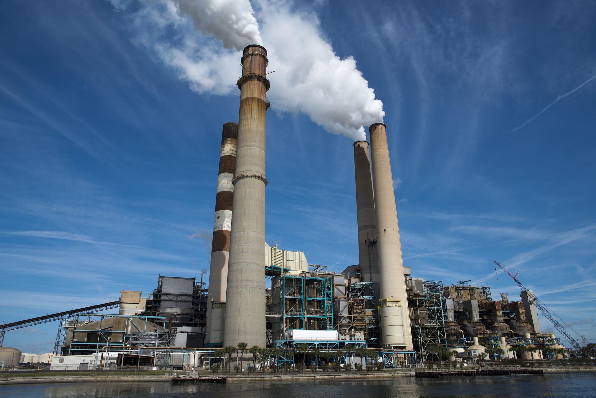 ۳ میلیارد دلار برای باسازی نیروگاهها در کشور نیاز است