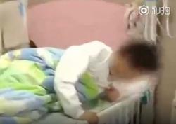 تنبیه عجیب معلم، دانش آموزان را راهی بیمارستان کرد! + فیلم