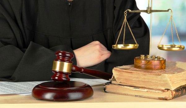 هیچ انحصاری در آزمون وکلا وجود ندارد/ لیسانس حقوق داشتن به معنای وکیل شدن نیست