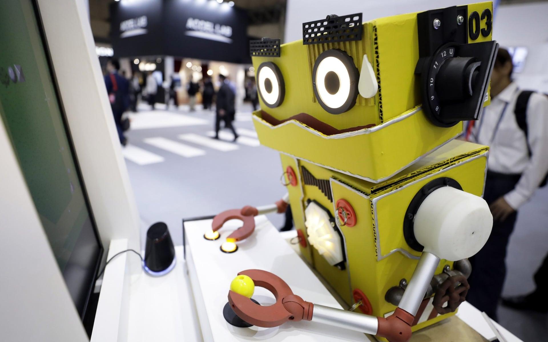 تصاویر روز: از فرار آوارگان کُرد از راس العین تا رونمایی از رُبات گیمر در نمایشگاه فناوری ژاپن