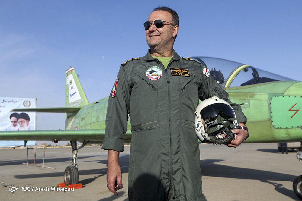 ژست جالب خلبان جت آموزشی تمام ایرانی یاسین + عکس