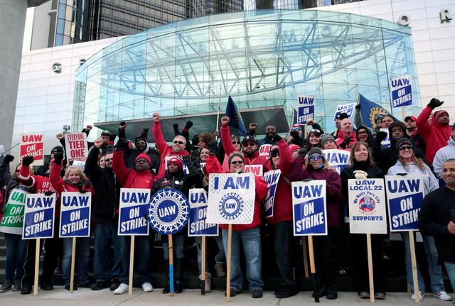 ادامه اعتصابات کارگران جنرال موتورز در آمریکا