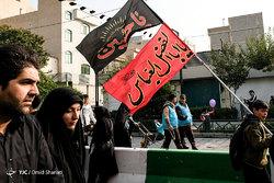 گزارش لحظه به لحظه از پیادهروی جاماندگان اربعین حسینی در تهران/ عاشقانی که به یاد شهدا قدم برداشتند + فیلم و عکس