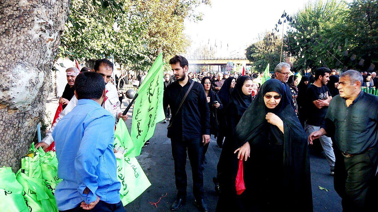 گزارش لحظه به لحظه از پیادهروی جاماندگان اربعین حسینی در تهران + فیلم و عکس