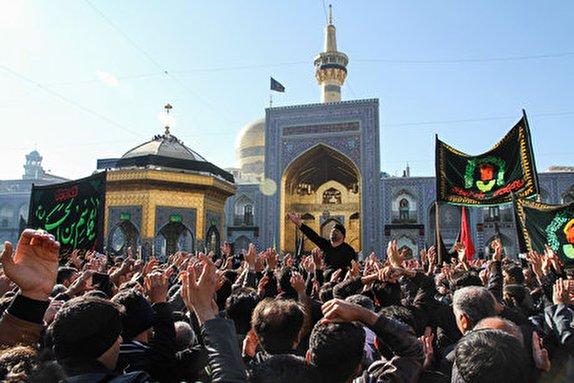 باشگاه خبرنگاران -پیاده روی جاماندگان اربعین در مشهد به سمت حرم ثامن الحجج (ع)