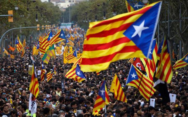 تصاویر روز: از آغاز رقابتهای بین المللی روباتها در ایتالیا تا ادامه اعتراضات کاتالانها در اسپانیا