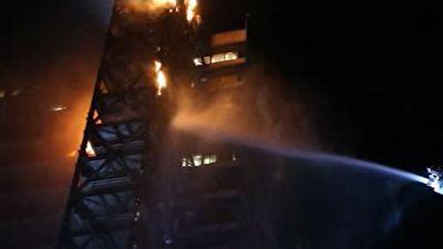 آتش سوزی گسترده در یک ساختمان مرتفع در شیلی + فیلم